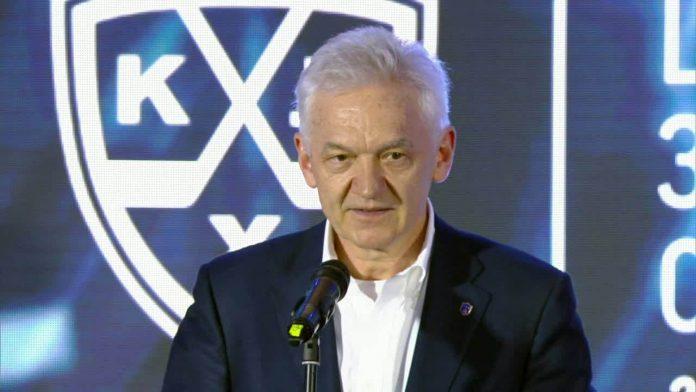 Геннадий Тимченко на церемонии закрытия КХЛ 2014/2015