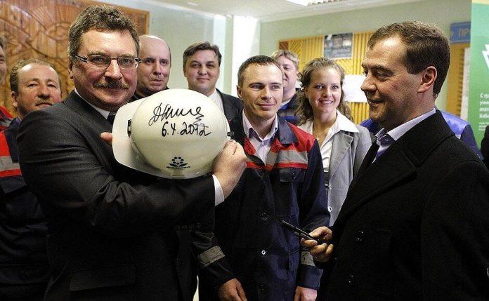 """Михаил Медведев на предприятии """"Апатит"""" в 2012 году"""