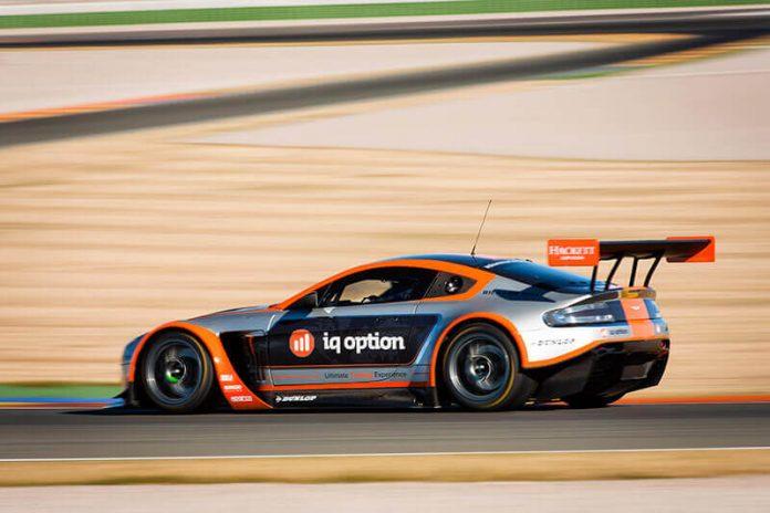 IQ Option - партнер Aston Martin Racing