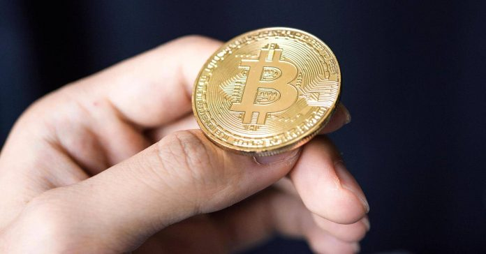 Цена Bitcoin поднялась выше 700
